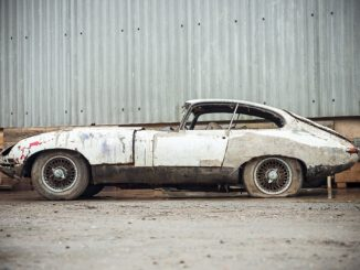 3DE8D91500000578 4278224 Crusty and collectible This 1962 Jaguar E Type barn find is in a a 24 1488542045506