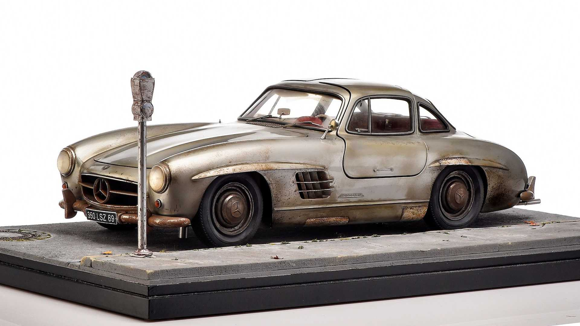 Weathered Mercedes 300 SL Diorama Goes Well With Your Classic